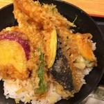 産直鮮魚寿司炉端 源ぺい - 特盛り天丼(ミニ麺付)890円+税