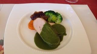 CHEZ・NAKA - こはく鶏、ボルチーニとほうれん草のソース、安納芋とベーコンのグラタン添え