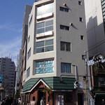 壱番館 - 新富町の3番出口を出たところ、築地橋交差点の角