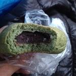 ル・クロワッサン 鶴見緑地店 - よもぎあんぱん(130円)中身