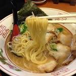 がんさん - がんさんラーメン(700円)麺リフト