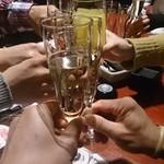 ガストロ スケゴロウ - サービスのシャンパンで乾杯\(^o^)/