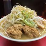 34709085 - 「ラーメン 並」780円(ヤサイ、ニンニク、アブラ、ネギマシ、肉玉マシマシ)