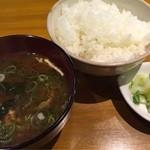 Bisutorotikintikin - Wチキンセット1130円(税込)。シングルのチキンランチセットは830円(税込)。どちらもご飯、味噌汁(おかわりOK!)漬物・日替わりお惣菜2品付き。