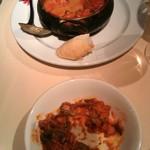 メソン・セルバンテス - ウサギとキノコのトマト煮(食べかけてますが…)