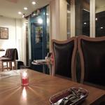 エンゾ パステリア - 背もたれの高い特注の椅子