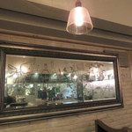 エンゾ パステリア - この大きな鏡が改装の賜物