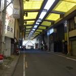 一福亭 - 阿波池田駅前のアーケード商店街。