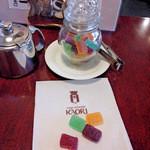 横浜かをり - テーブルに置いてあるサービスの宝石ゼリーは絶品(笑)