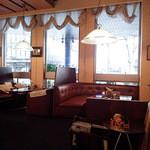 横浜かをり - 店内はソファー席とカウンター