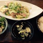 神田 もつ焼センター えん - 3種のホルモン炒め定食@650円