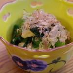 立ち呑み処 おか田 - 小松菜と貝柱の煮浸し