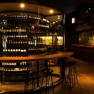 約3000本の世界各国のワインが並ぶセラー