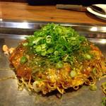 Okonomiyakinagataya - 広島産かき入りお好み焼き1.500円