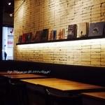 カフェ&ブックス ビブリオテーク - 駅前の好立地ですね。