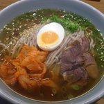 六盛 北浜店 - 冷麺:小750円、大950円、特1100円(写真は大です)