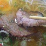 六盛 - 中華そばは豚肉チャーシュを一枚一枚炙って提供