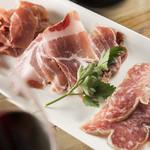 シンプルキッチン - おつまみお肉の盛り合わせ