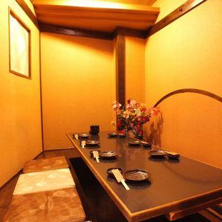 京の街並みを再現した店内。完全個室もございます。