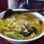 玉蘭 - 黒酢野菜あんかけ麺。あんかけの中に麺が入っている感じで、熱々をいただきましょう。