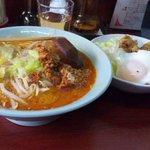 玉蘭 - 坦々麺と豚スタミナ丼のセット。麺類を注文すると250円で豚スタミナ丼が食べられます。