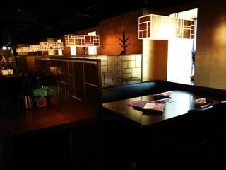 焼肉トラジ 京都店 - 半個室型のテーブル席の様子~♪(^o^)丿