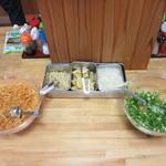 かみ家製麺所 - 薬味コーナー。