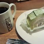 34742762 - 本日のコーヒー(Mサイズ)と抹茶ロール