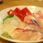 日本橋漁港 快海 -  刺身4点盛り 鰆、ヒラメ、シマアジ、マグロ