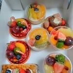 ラ・コート・エスト - フルーツ系ケーキがいっぱい★