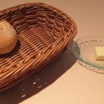 ハシモト - 焼きたてのパンとバター
