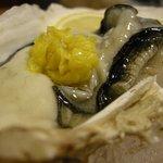 助六 - 「殻付き牡蠣酢」のアップ