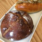ゆっとまにぃ - イチジクのパン、焼きそばパン