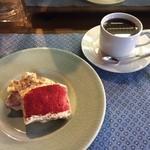 泰山堂カフェ - 苺のティラミス550円、オーガニック珈琲400円(セット割引後)