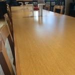 カジュアルダイニング ムッシュいとう - 長テーブルが中央にど〜ん♪