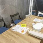フレンチ屋台総州 - クロスこそありませんが、ビストロかカフェレストラン風♪ テーブルを小分けすれば、デートにも使えるでしょう。