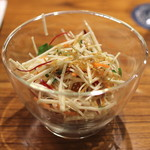 AU GAMIN DE TOKIO - 根セロリのハリハリミルティコロール風サラダ (2015/01)
