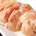 溶岩焼肉ダイニング bonbori - 柚子チキンは柚子胡椒と白ワインに漬け込んだ鶏のモモ肉