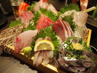 まるう商店さん - 三浦半島地魚どっさり盛り