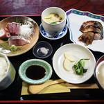 34756689 - 【料理】定食(お刺身、茶碗蒸し、焼き魚、お漬け物、ご飯、お味噌汁)