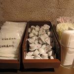 花畑牧場カフェ 生キャラメル&アイスクリーム - カウンターでいただきます