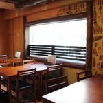 横浜石川町バル - 2~6名様がけのテーブル席、ご用意可能。最大14名様OK
