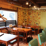 横浜石川町バル - テーブル移動して最大14名様がゆったりお座り頂けます。14名様以上は補助椅子でご対応可能