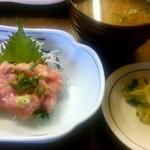 かご平 - 金目煮魚定食に付いてきたネギトロと味噌汁