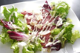 Vano - レアローストビーフのカルパッチョサラダ