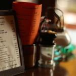 マンハッタン珈琲店 - 中央テーブル