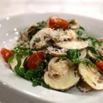 ラ・パスタイオーネ - 生食マッシュルームと野生種ルッコラのサラダ