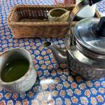 桜井焼そば屋 - とりあえずの煎茶が美味しい