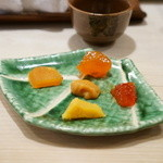 寿司 いずみ - 料理写真:珍味盛り合わせ 左上から唐墨・鶏卵味噌漬け・筋子味噌漬け・唐墨味噌漬け・真ん中はボラのおぼろ