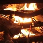 自家焙煎珈琲 森の響 - 冬は薪ストーブに火が入り心も体もポカポカに。